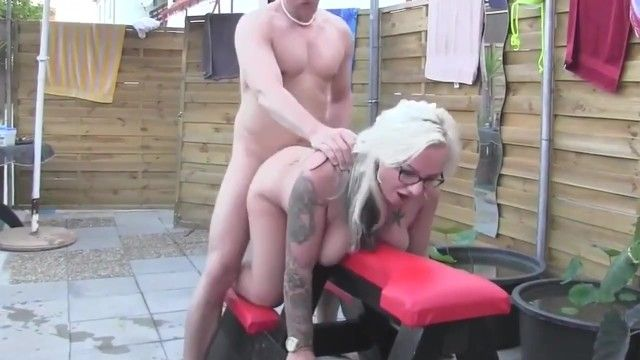 Curvy milf dilettante with glasses bonks dude at pool party