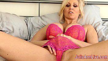 Milf julia ann experimentando cueca se masturba