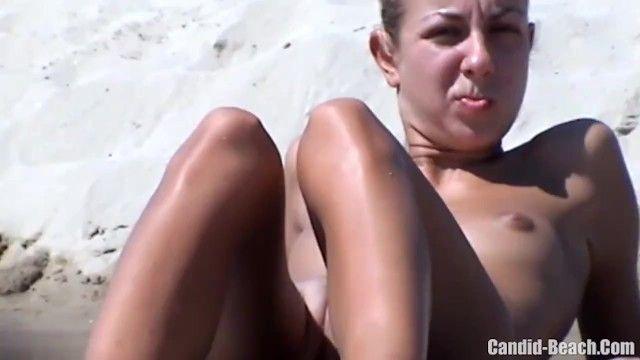 Wunderschöner Russisch, Sonnenbaden, auf In Naturen GARB Beach