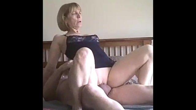 性兴奋的金发岁的他妈的在我们的约会