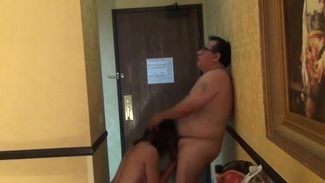 Sexy milf deepthroat oral-stimulation in hotel room