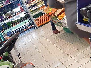 スーパーマーケット、浸漬されたWazooを伴う大熟女
