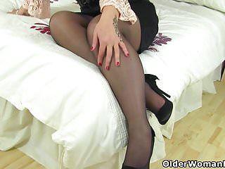 Scottish milf toni lace lets u have a fun her succulent body