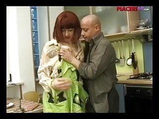 Casalinga italiana scopata - italian abode wife